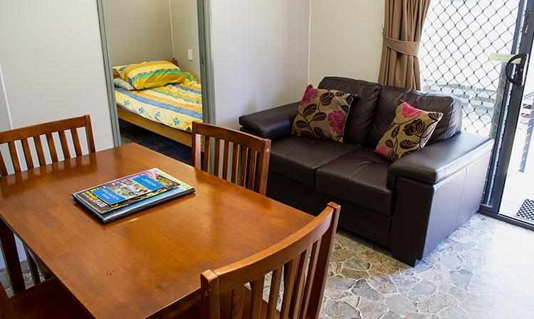 Kahlers Oasis Caravan Park 1 Bedroom Ensuite Unit dining lounge