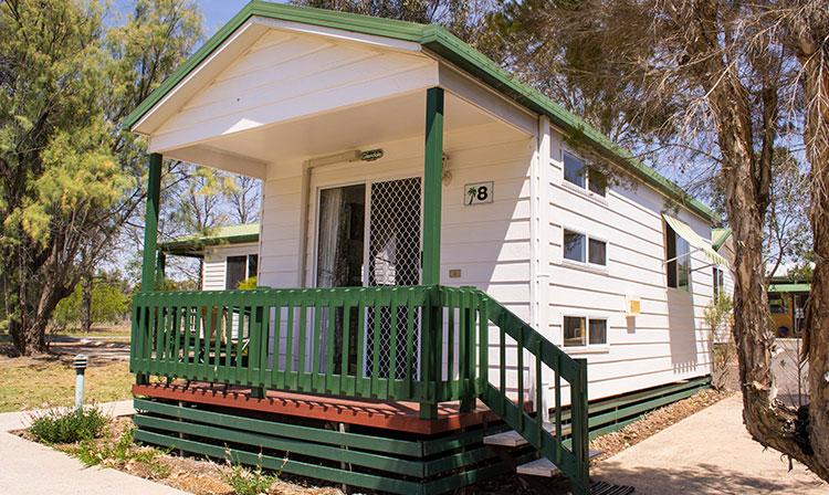 Kahlers Oasis Caravan Park Ensuite Cabin exterior HERO