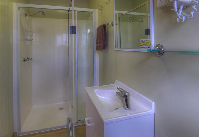 BIG4 Toowomba Cottage 2 Berth Bathroom