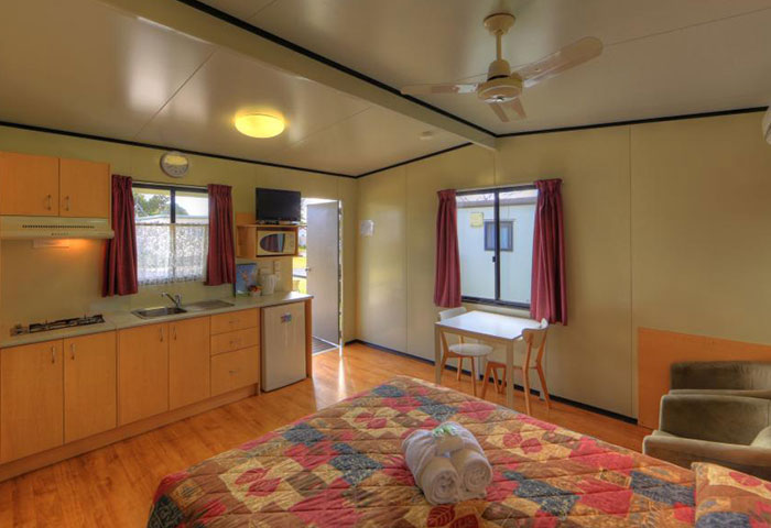 BIG4 Toowomba Cottage 2 Berth Kitchen