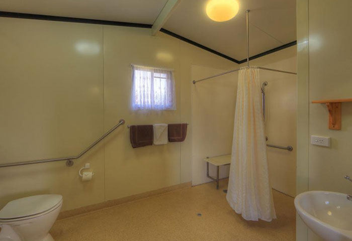 BIG4 Toowomba Cottage 3 Berth Disability Assist Bathroom