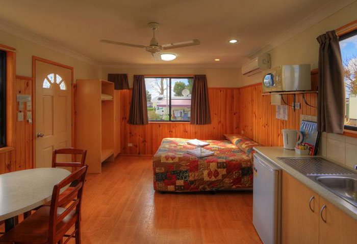 BIG4 Toowoomba 1 Bedroom 5 Berth Cabin Bedroom
