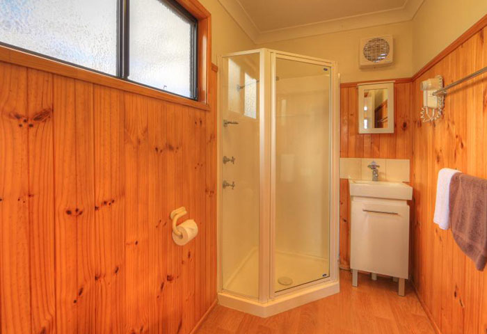 BIG4 Toowoomba 1 Bedroom 5 berth Cabin Bathroom