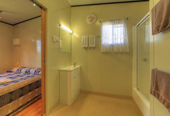 BIG4 Toowoomba 3 Bedroom 8 Berth Bathroom