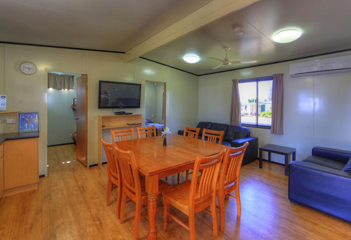 BIG4 Toowoomba 3 Bedroom 8 Berth Dining