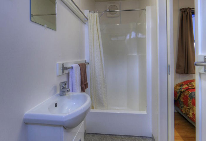 BIG4 Toowoomba Cottage 4 Berth Bathroom