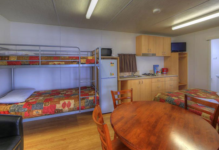 BIG4 Toowoomba Cottage 4 Berth Bunks Living Area