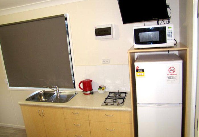 BIG4 Toowoomba Ensuite Cabin 2 Berth Kitchen Television