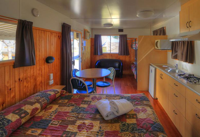 BIG4 Toowoomba Ensuite Cabin 4 Berth Bed Kitchen