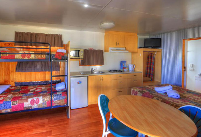 BIG4 Toowoomba Ensuite Cabin 4 Berth Bunks Living Area