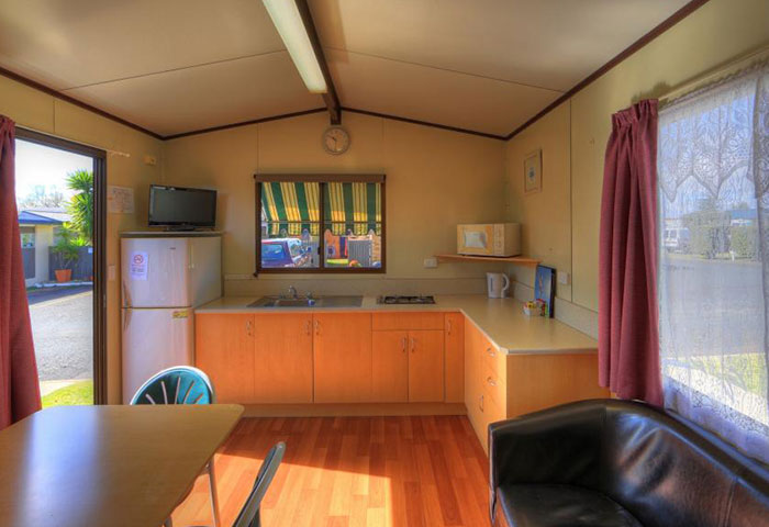 BIG4 Toowoomba Garden City 1 Bedroom 4 Berth Cabin Kitchen Dining