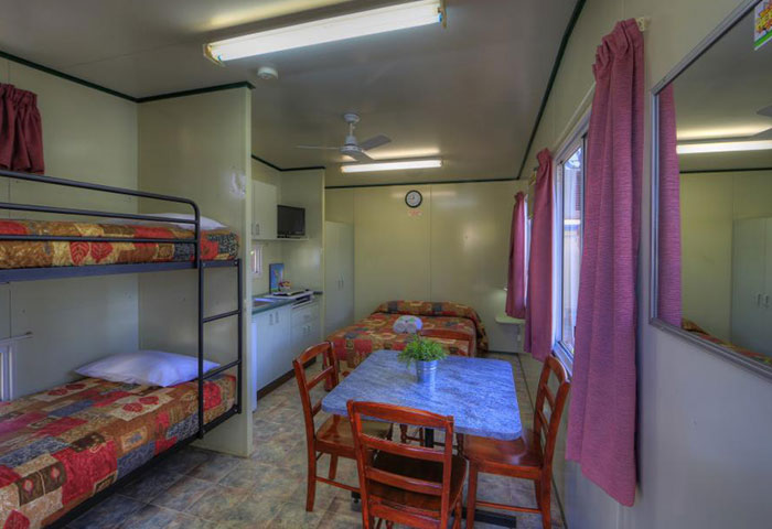 BIG4 Toowoomba Park Cabin 4 Berth Bunks Dining Table